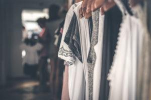 CLIQUEZ ICI pour savoir comment organiser son dressing