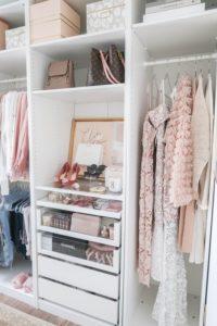 CLIQUEZ ICI pour savoir comment avoir une garde-robe minimaliste