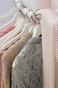 CLIQUEZ ICI pour savoir comment ranger sa garde-robe