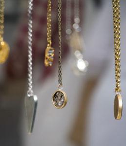 CLIQUEZ ICI pour savoir comment ranger ses bijoux